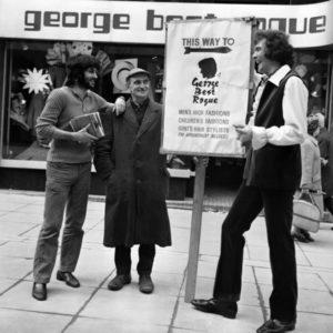 con Don Fardon, en frente de otra tienda de moda : Rogue