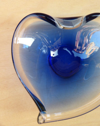 Mini centro de cristal 70's con forma de corazón Heart Shaped 1970s Crafted Glass Ashtray