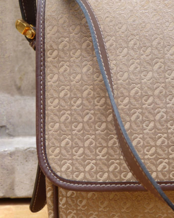 Bolso bandolera de Loewe en canvas monograma Loewe Monogram Canvas Shoulder Bag
