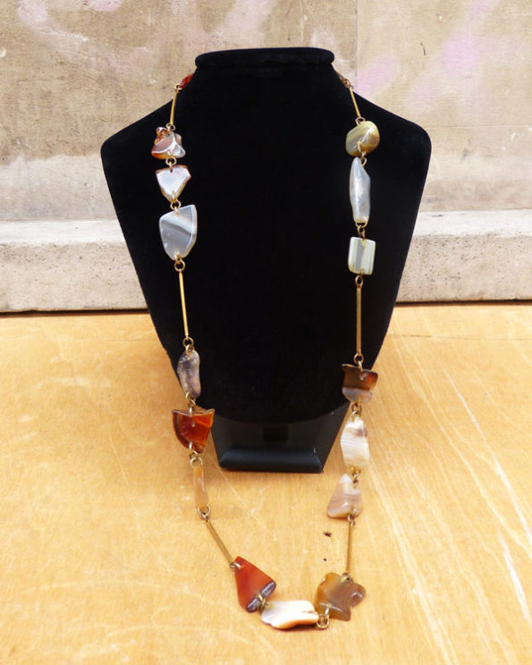 Collar largo con piedras naturales irregulares 70s Brass and Stones Hippy Neclace