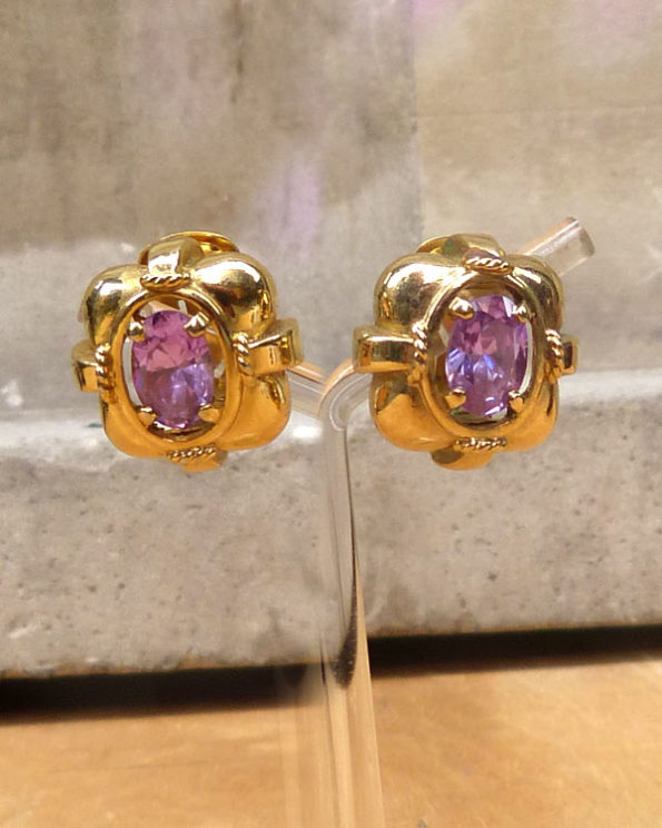 Pendientes dorados con cristal malva 1980s Goldened Earrings With Mauve Cabochon