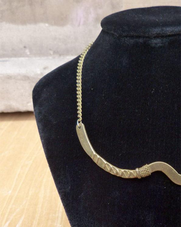 Gargantilla artesanal 70's en latón 1970s Handmade Short Brass Necklace