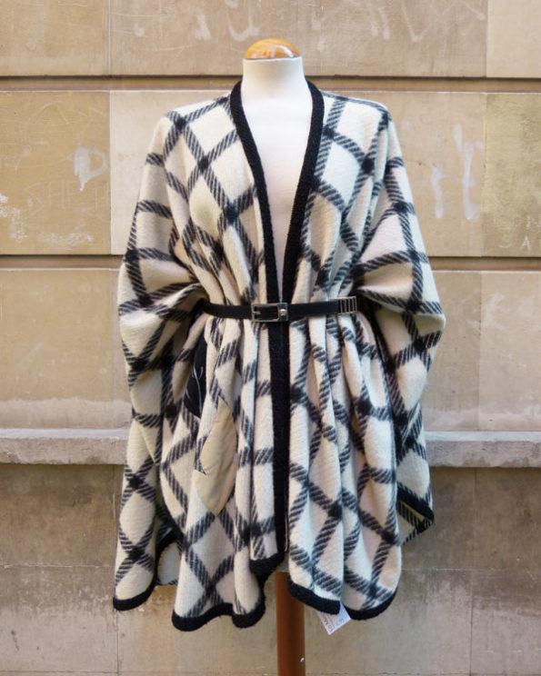 Capa de lana 80's a cuadros con aplicaciones 1980s embroidered Checks Wool Cape