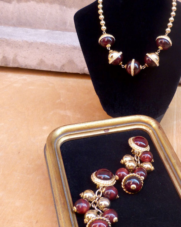 Necklace and earrings set by Leritz