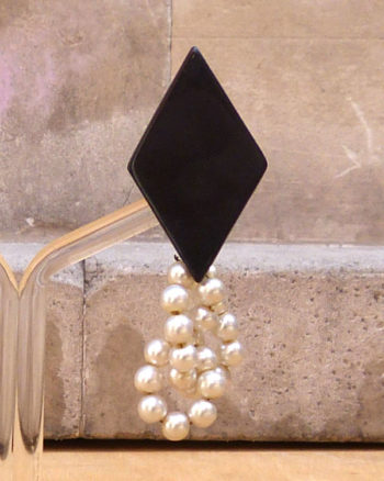 Geometric and faux pearls earrings