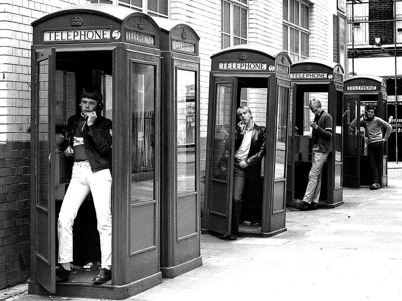 D.E.P Sra. Cabina de Teléfono